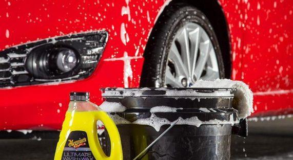 Mycie samochodu szamponem Meguiars